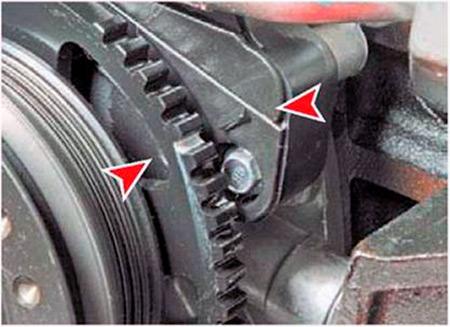 Метка на шкиве вспомогательных агрегатов