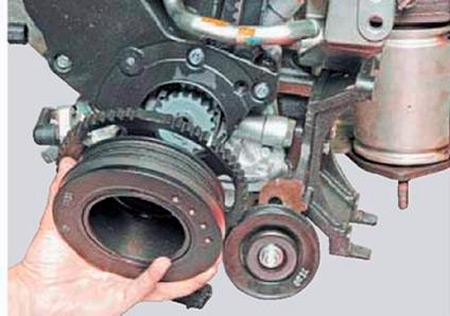 Снятие шкива вспомогательных агрегатов